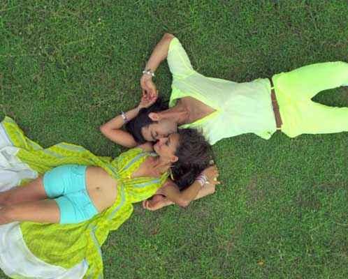 Karle Pyaar Karle Shiv Darshan Hasleen Kaur Sexy Yellow Green Dress Stills
