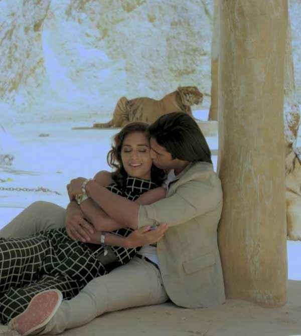 Karle Pyaar Karle Shiv Darshan Kissing to Hasleen Kaur Stills