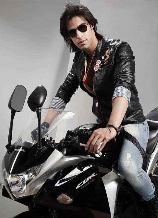 Karle Pyaar Karle Shiv Darshan On Bike Stills