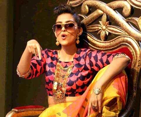 Khoobsurat 2014 Sonam Kapoor Comedy Woth Goggle Stills
