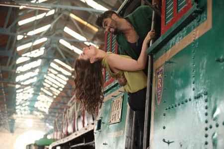 Ki And Ka Arjun Kapoor Kareena Kapoor Khan Train Scene Stills