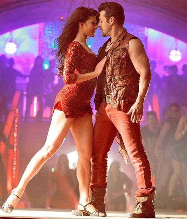 Kick Salman Jacqueline Fernandez Red Dress In Jumme ki Raat Song  Stills