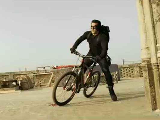 Kick Salman Khan Cycle Stunt Stills