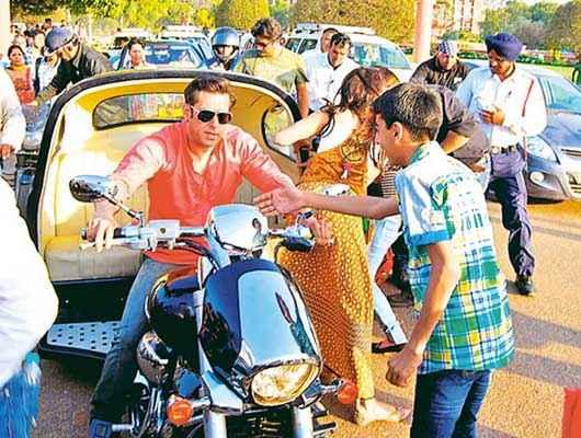 Kick Salman Khan Driving Auto Rickshaw Stills