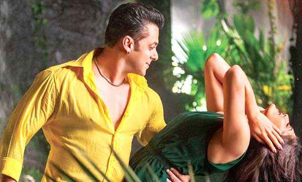 Kick Salman Khan Yellow Shirt Jacqueline Fernandez Green Dress Stills