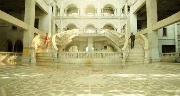 Kill Dil Ranveer Singh Parineeti Chopra In White Mahal Stills