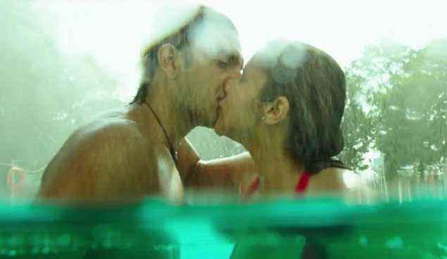 Kill Dil Ranveer Singh Parineeti Chopra Kissing Scene Stills