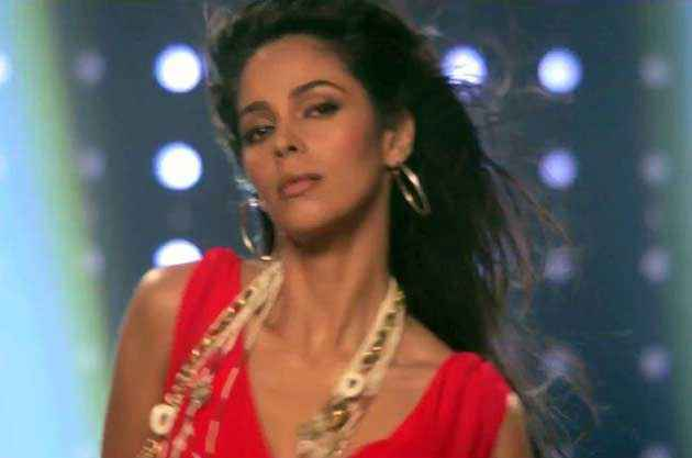 Kismat Love Paisa Dilli Mallika Sherawat Hot Stills