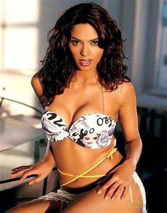 Kismat Love Paisa Dilli Mallika Sherawat In Bikini Stills