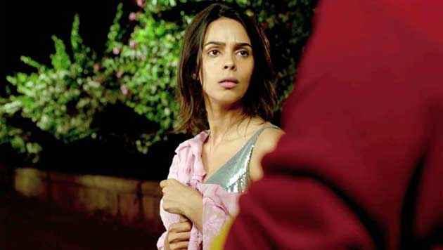 Kismat Love Paisa Dilli Mallika Sherawat In Sexy Scene Stills