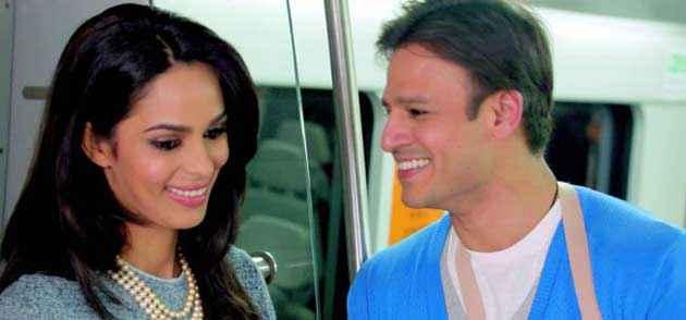 Kismat Love Paisa Dilli Vivek Oberoi And Mallika Sherawat In Romance Scene Stills