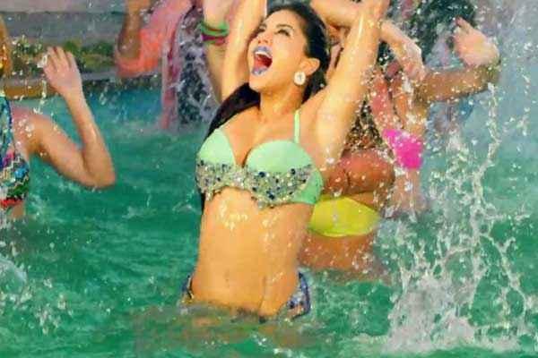Kuch Kuch Locha Hai Sunny Leone Bikini Dance In Water Stills