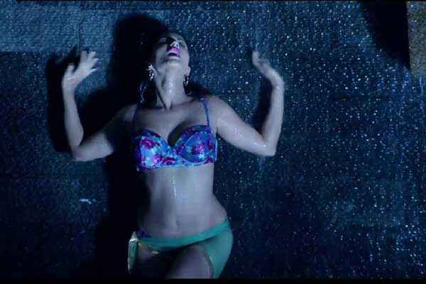 Kuch Kuch Locha Hai Sunny Leone In Blue Bikini Stills