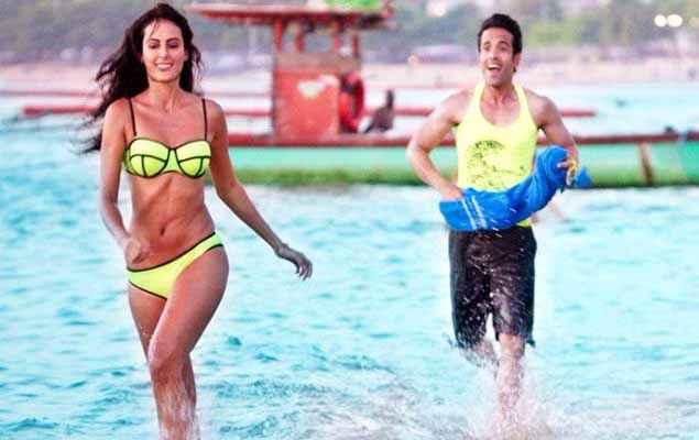 Kyaa Kool Hain Hum 3 Mandana Karimi In Bikini With Tusshar Kapoor On Beach Stills