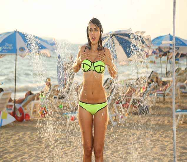 Kyaa Kool Hain Hum 3 Mandana Karimi In Green Bikini HD Wallpaper Stills