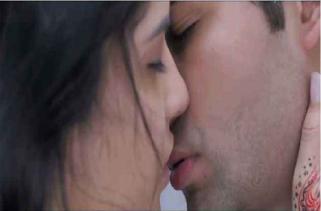 Lekar Hum Deewana Dil Armaan Jain Deeksha Seth Kiss Scene Stills