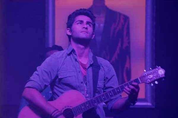 Lekar Hum Deewana Dil Armaan Jain With Guitar Stills