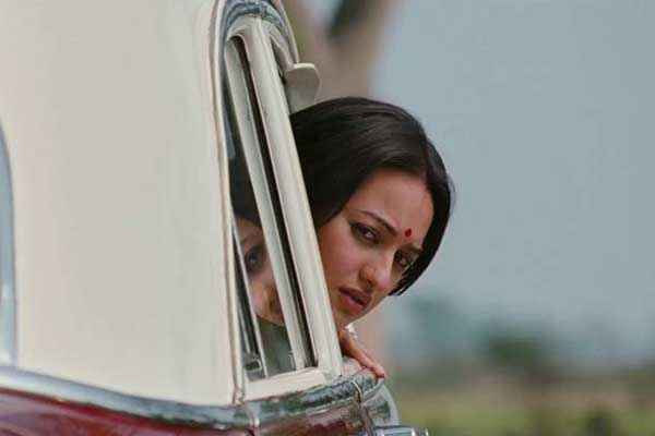 Lootera Sonakshi Sinha in Car Stills