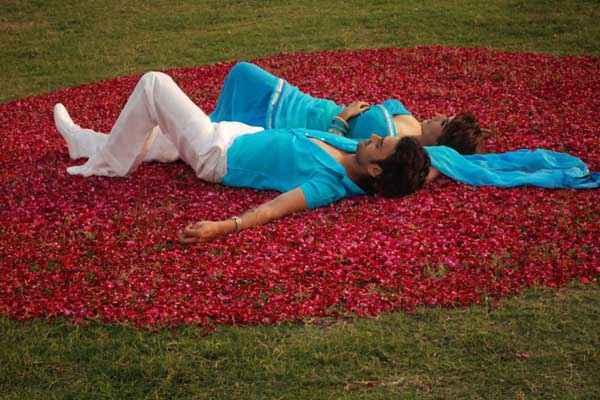 Love Kiya Aur Lag Gayi Romantic Pics Stills