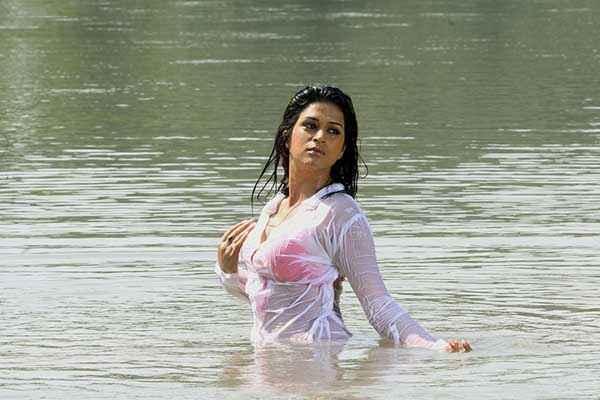 Lucky Kabootar Shraddha Das Red Bikini Scene Stills