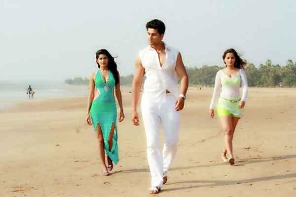 LUV Phir Kabhie Sourav Roy Vidya Malvade Meghna Patel On Beach Stills