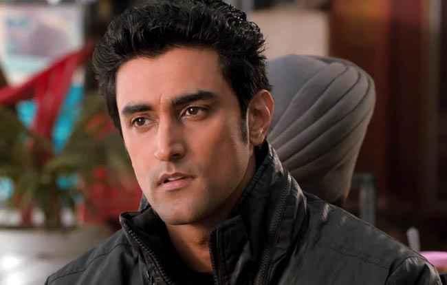 Luv Shuv Tey Chicken Khurana Star Cast Kunal Kapoor