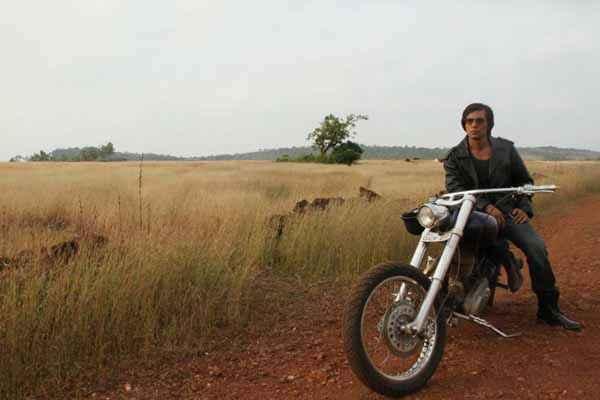 Main Aur Charles Randeep Hooda On Bike Stills