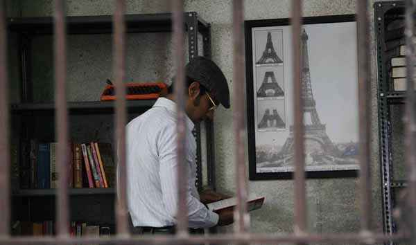 Main Aur Charles Randeep Hooda Reading Book Stills