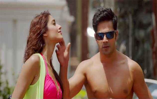 Main Tera Hero Ileana Dcruz In Pink Bikini With Varun Dhawan Stills