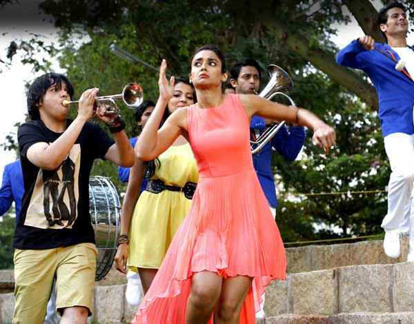 Main Tera Hero Ileana Dcruz In Short Red Dress Stills
