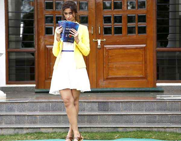 Main Tera Hero Ileana Dcruz In Short Skirt Stills