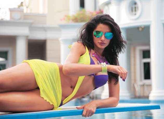 Main Tera Hero Nargis Fakhri Hot Bikini Scene Stills