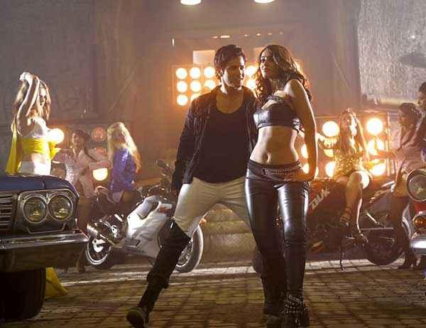 Main Tera Hero Varun Dhawan Ileana Dcruz Sexy Navel Stills