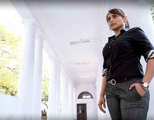 Mardaani Rani Mukerji Black Shirt And Paint Stills