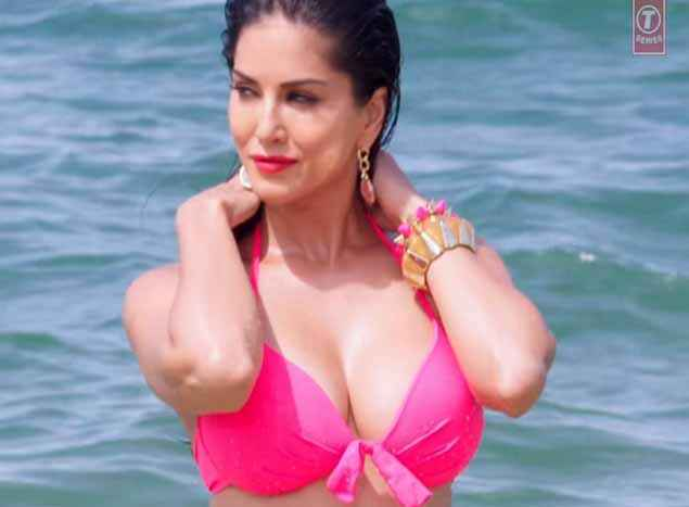 Mastizaade Sunny Leone Boobs Cleavage In Pink Bra Stills