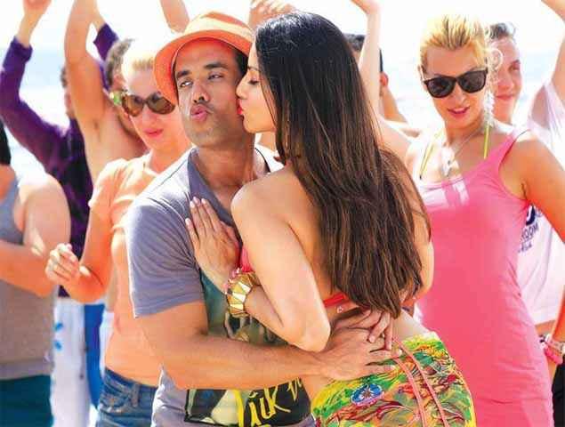 Mastizaade Sunny Leone Kissing To Tusshar Kapoor Stills