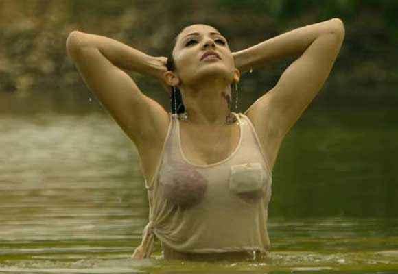 Matru Ki Bijlee Ka Mandola Anushka Hot Scene Stills