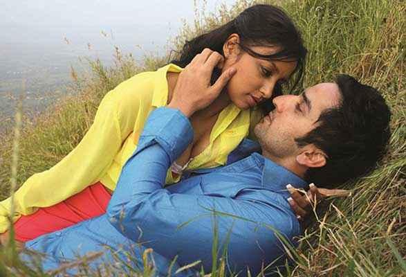 Meinu Ek Ladki Chaahiye Puru Chibber Rashee Bindal Hot Scene Stills