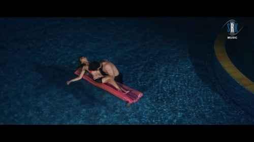 Midsummer Midnight Mumbai Paras Chhabra Kissing Sara Khan Navel In Water Pool Stills