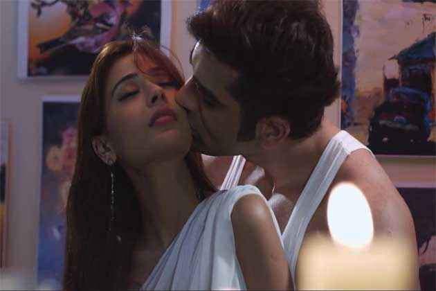 Midsummer Midnight Mumbai Paras Chhabra Sara Khan Hot Kiss Scene Stills