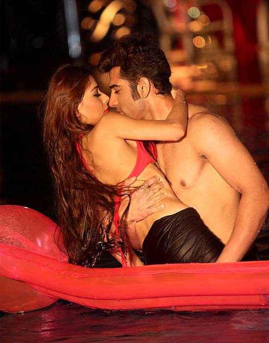 Midsummer Midnight Mumbai Paras Chhabra Sara Khan Hot Secne In Water Stills