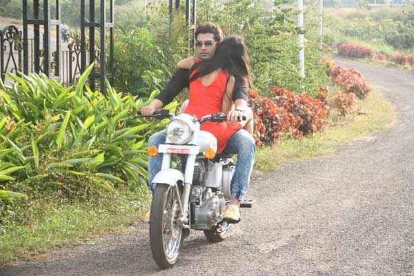 Midsummer Midnight Mumbai Paras Chhabra Sara Khan On Bike Stills