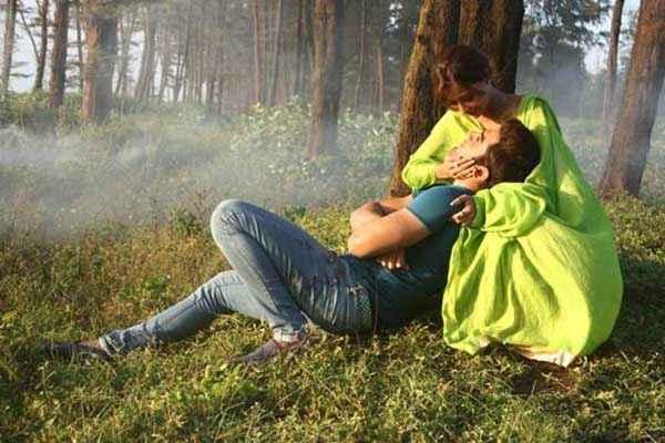 Midsummer Midnight Mumbai Paras Chhabra Sara Khan Romantic Movement Scene Stills