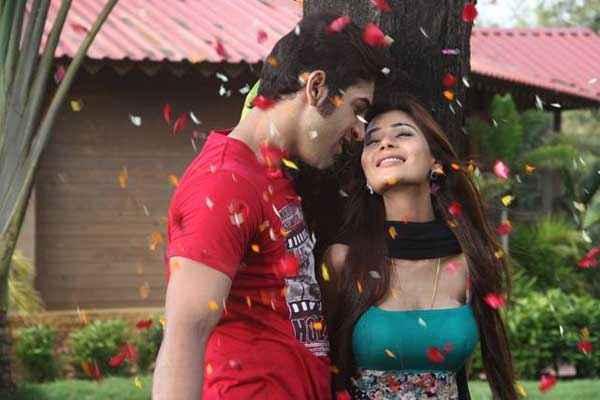 Midsummer Midnight Mumbai Paras Chhabra Sara Khan Romantic Scene Stills