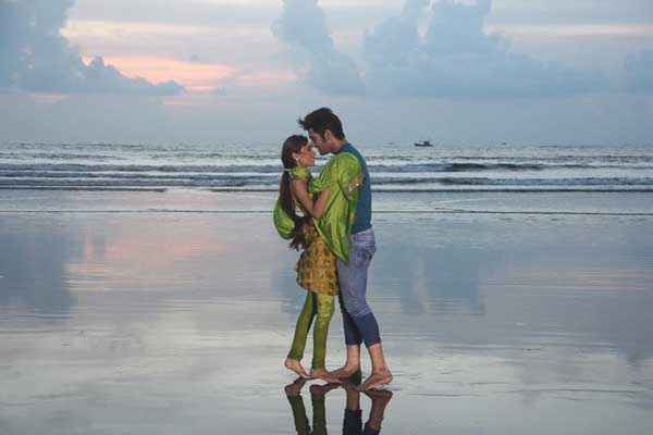 Midsummer Midnight Mumbai Sara Khan Paras Chhabra On Beach Romance Stills
