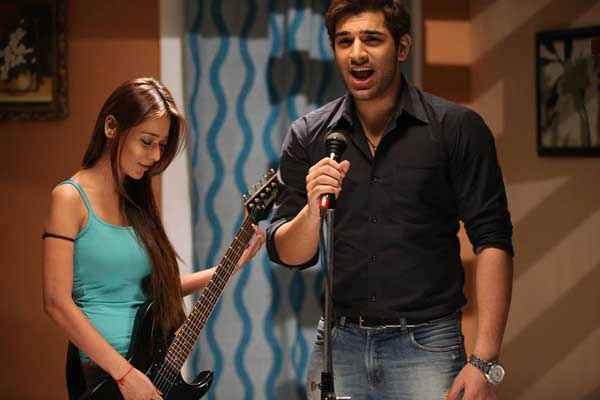 Midsummer Midnight Mumbai Sara Khan Paras Chhabra Singing Song Stills