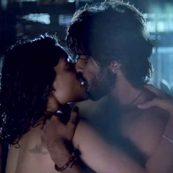 Mirzya Harshvardhan Kapoor Saiyami Kher Kissing Scene Stills