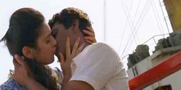 Miss Lovely Kiss Scene Stills