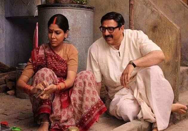 Mohalla Assi Sunny Deol And Sakshi Tanwar Stills
