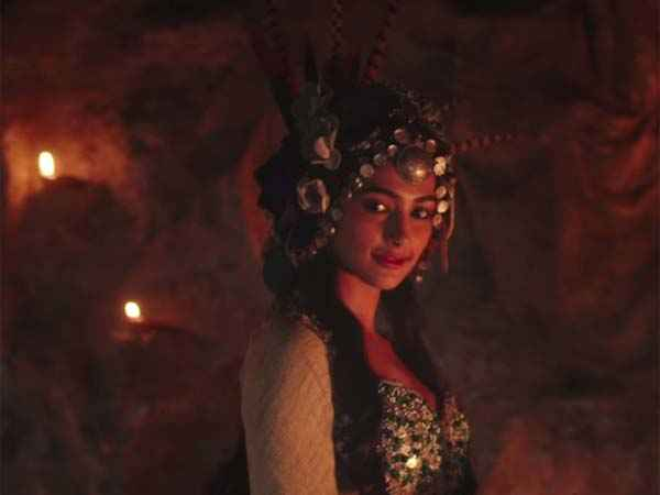 Mohenjo Daro Pooja Hegde Dressing Stills